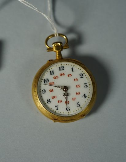 186- Montre de col en or jaune à décor de...