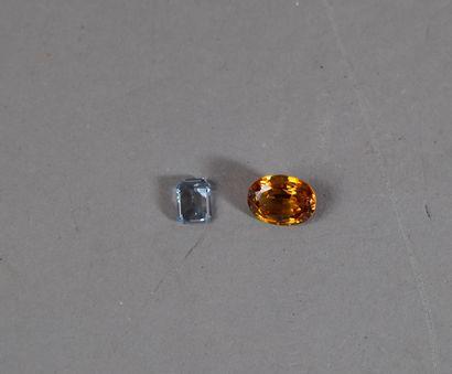 308- Deux pierres sur papier  (aigue-marine...