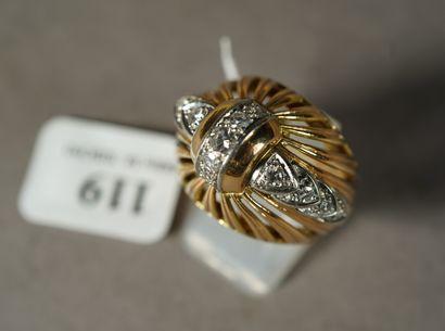 119- Bague Dôme ajourée en or jaune et platine...