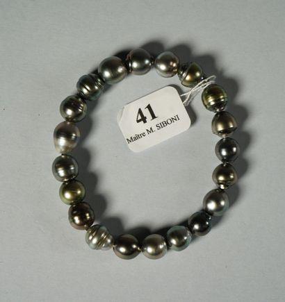 41- Bracelet de perles de Tahiti grises baroques (diamètre 8 mm)