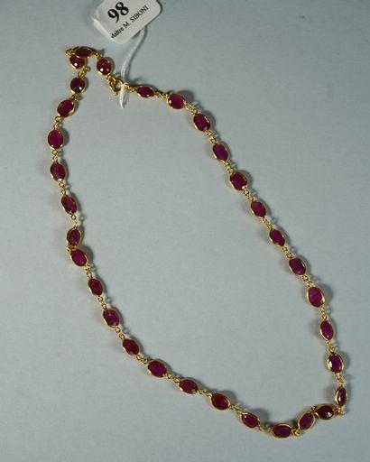 98- Sautoir en or jaune serti de rubis  Pds...