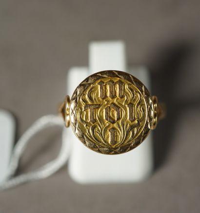 284- Bague en or jaune gravée ''M - toi -...