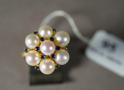 95- Bague en or jaune ornée de perles et...