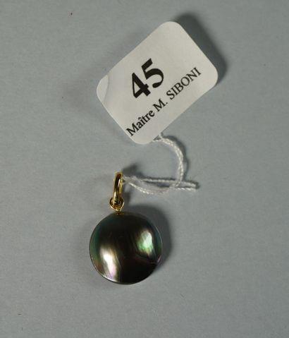 45- Pendentif orné d'une perle grise Mabé...