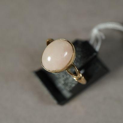 103- Bague en or 14K sertie d'un quartz rose...
