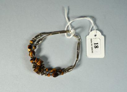 18- Bracelet en argent et ''oeil de tigre''...