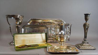 436- Lot de métal argenté : plats, cafetières,...
