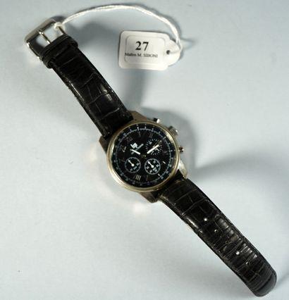 27- LIP  Montre d'homme chronographe à quartz...
