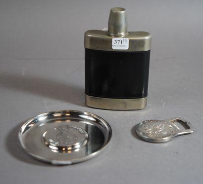371- Décapsuleur et vide-poche rond en métal...