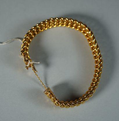 122- Bracelet en or jaune  Pds : 15,80 g