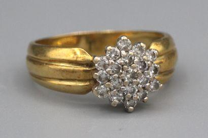 189- Bague ''Fleur'' en or sertie de brillants...