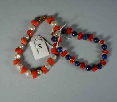 10- Bracelet en corail et perles d'eau douce...
