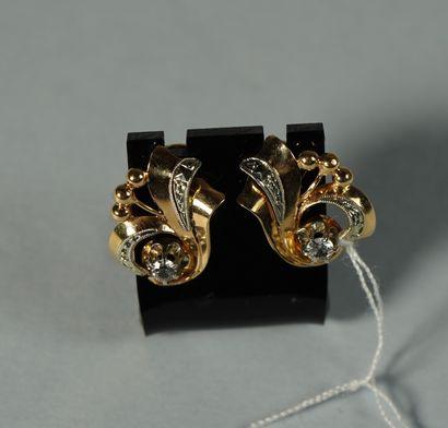 222- Boucles d'oreilles ''volutes'' en or...