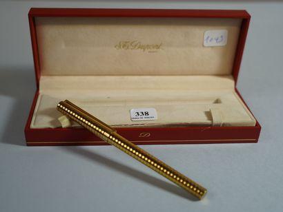 338- DUPONT  Stylo à plume en métal doré,...