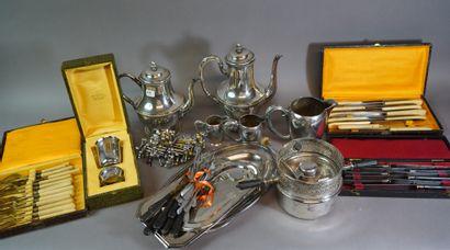 441- Lot de métal argenté : cafetière, théière,...