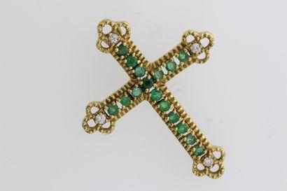 256- Croix en or sertie d'émeraudes et de...