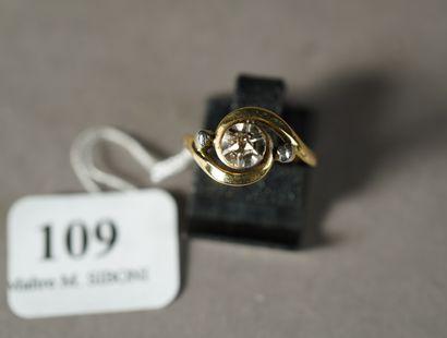 109- Bague Tourbillon en or jaune ornée d'un...