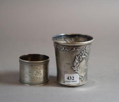 432- Timbale et rond de serviette en argent...