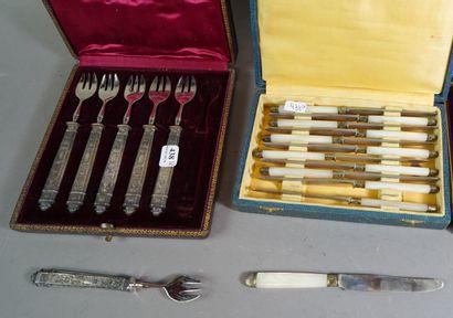 438- Six fourchettes à huîtres fourrés argent...