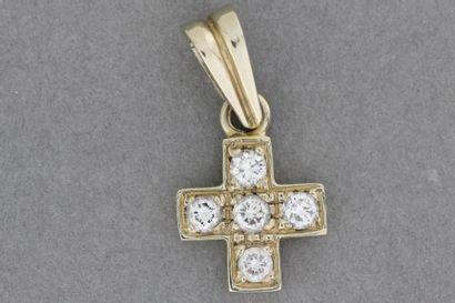235- Croix en or sertie de brillants  Pds...