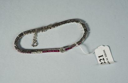221- Bracelet ligne articulé en or 18K et...