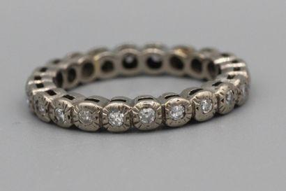 255- Alliance en or sertie de diamants  Tour...
