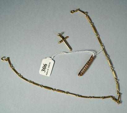 306- Lot en or comprenant broche bébé, croix...
