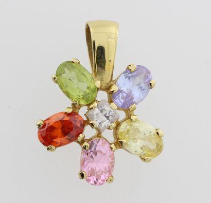 202- Pendentif ''Fleur'' en or serti de pierres...
