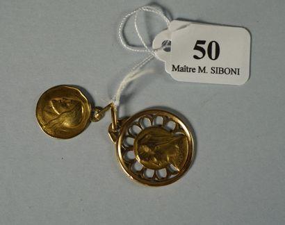 50- Deux médailles religieuses en or  Pds...