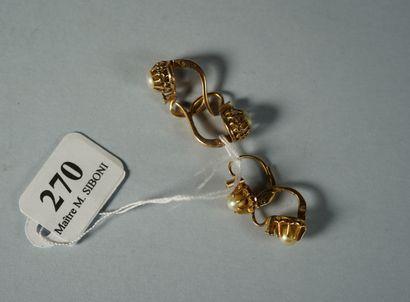 270- Deux paires de boucles d'oreilles en...