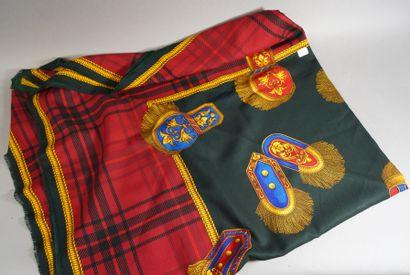 337- GUCCI  Etole en soie et laine fond ...