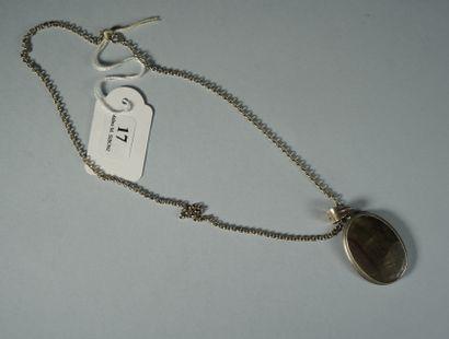 17- Chaîne en argent  Longueur : 45 cm  On...