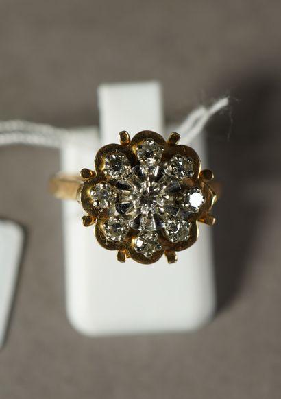 289- Bague en or jaune sertie de diamants...