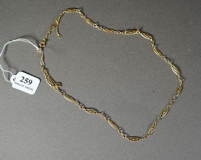 259- Chaîne en or jaune  Pds : 6 g