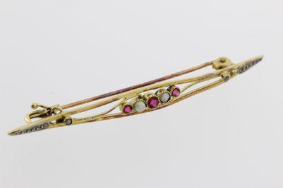 266- Barrette 1900 en or sertie de rubis...