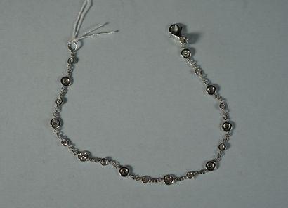 120- Bracelet maille forçat en or gris orné...