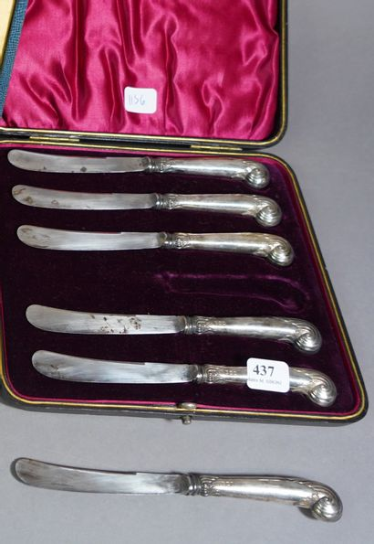 437- Six couteaux à beurre fourrés argent...