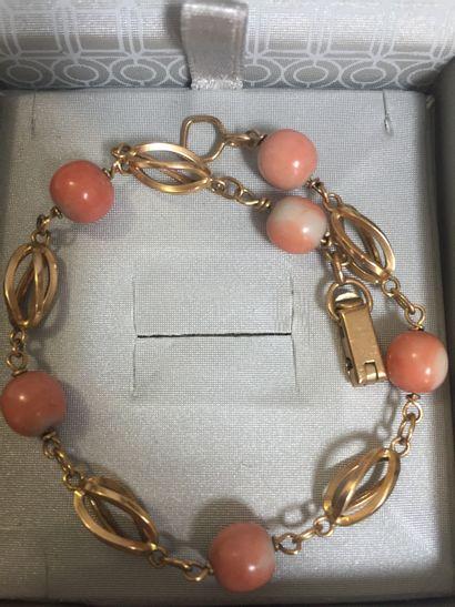 277- Bracelet en or orné de boules de corail...