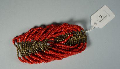 9- Bracelet ethnique en perles couleur corail multirangs