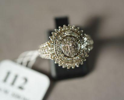 112- Bague en argent 800 en forme de fleur...