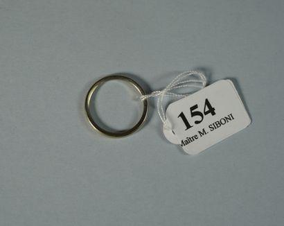 154- Alliance en or gris  Pds : 1,90 g