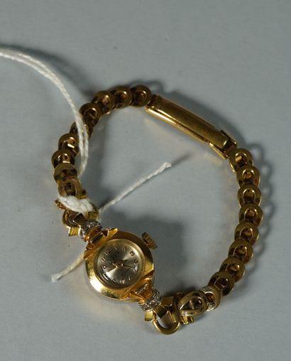 24- Montre de dame en or et petits diamants  Bracelet plaqué or