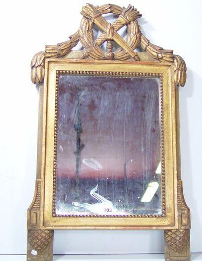 Miroir à décor de trophée. Style Louis XVI....