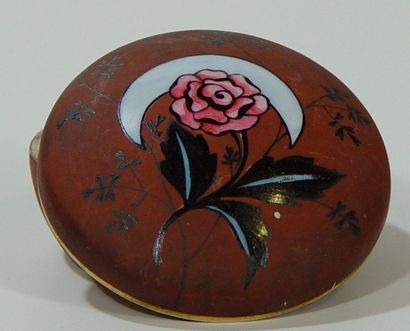 Boîte en porcelaine de Limoges à décor de...