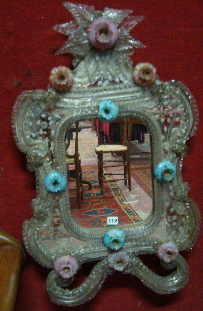 Petit miroir en Murano, ornement de fleurs...