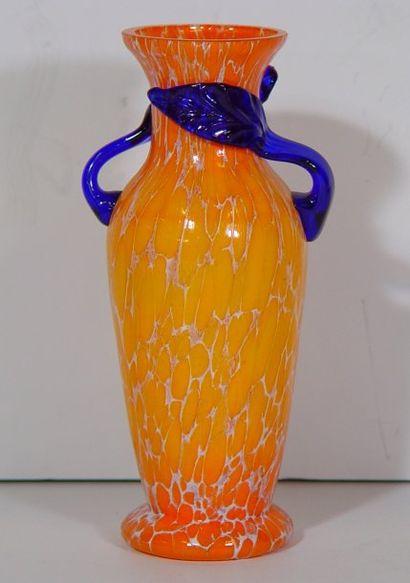 Vase en verre, anse à décor de feuille Ht...