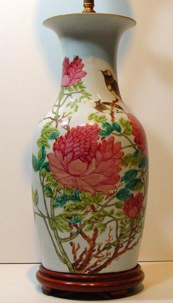 Vase monté en lampe, porcelaine de Chine...