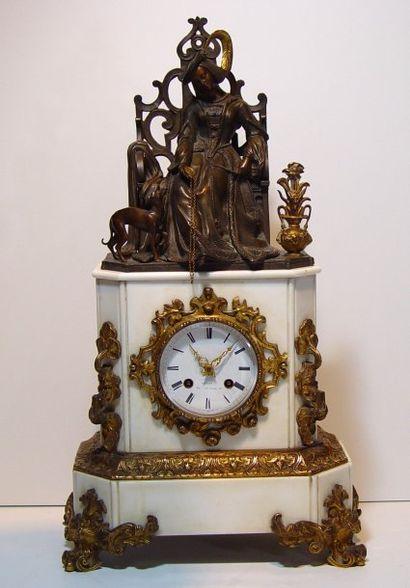Pendule marbre blanc, sujet d'une femme romantique...