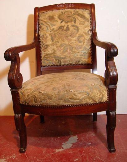Deux fauteuils à crosse en acajou. XIXe siècle....