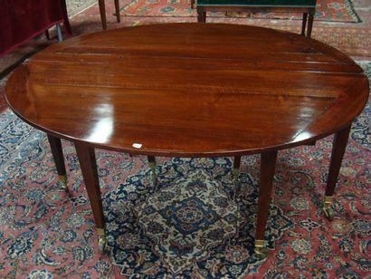 Table demi-lune en acajou à huit pieds gaine....